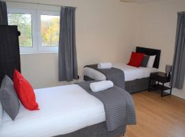 Kelpies Serviced Apartments Callum- 3 Bedrooms- Sleeps 6, hotel in Livingston