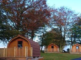 Drumshademuir Caravan & Camping Park, hotel near Glamis Castle, Glamis