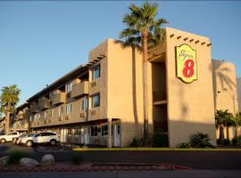 Super 8 by Wyndham Las Vegas North Strip/Fremont St. Area, hotel in Las Vegas