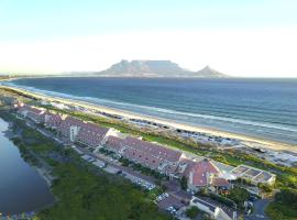 Dolphin Beach Hotel Self Catering Apartments, hôtel à Bloubergstrand