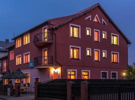 Dom Wypoczynkowy Admirał – hotel w pobliżu miejsca Hala Sportowa w Łebie