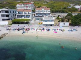 Seaside Luxury Suites, beach hotel in Podstrana