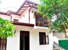 Top Mount Villa, hotel in Hikkaduwa