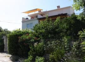 Apartments and rooms with parking space Bozava, Dugi otok - 8100, budget hotel in Božava