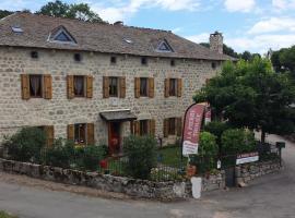 La Pierre Trouée Chambre d'Hôtes, spa hotel in Châteauneuf-de-Randon