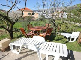 Apartments by the sea Podstrana, Split - 2087, hotel in Podstrana