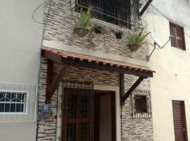 LINDO CHALÉ NO CENTRO DE GUARAMIRANGA, pet-friendly hotel in Guaramiranga