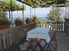 Rooms by the sea Medveja, Opatija - 7775, B&B in Lovran