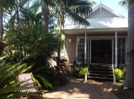 Lakeside Bungalow, hotel near Lake Macquarie Yacht Club Marina, Marks Point