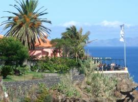 Inn & Art Madeira, hotel in Caniço