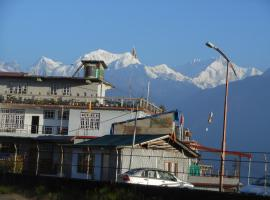 Hotel Viewpoint, hotel near Barsey Rhododendron Sanctuary, Pelling