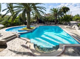 Maria Suites, hotel with pools in Plataniás