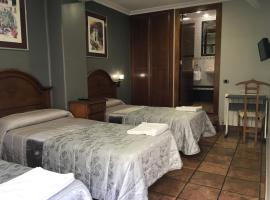 Pensión La Redonda, guest house in Logroño