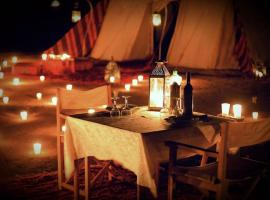 Luxury Camp By DAR AZAWAD, luxury tent in Mhamid