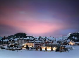 Swiss Holiday Park Resort, hôtel à Morschach