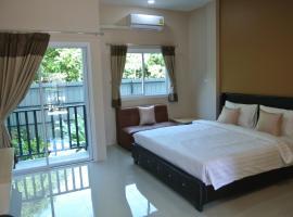 Chic Living Hotel, hotel in Ubon Ratchathani