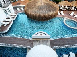 Pinehill Hotel & Suites, отель в Олюденизе