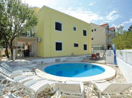 Dragan's Den Hostel, pet-friendly hotel in Korčula