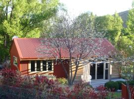 Burn Cottage Retreat, hotel in Cromwell