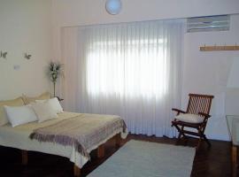 Departamento Posadas, hotel cerca de Cementerio de la Recoleta, Buenos Aires