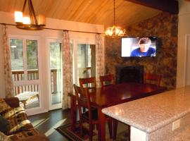 Three-Bedroom Premier Townhouse Unit #17 by Snow Summit Townhouses, serviced apartment in Big Bear Lake