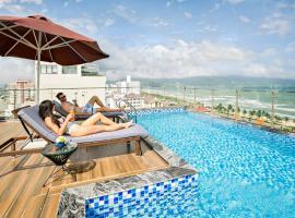 Halina Hotel and Apartment, khách sạn có bồn jacuzzi ở Đà Nẵng