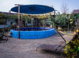 Guest House on Kalinina 12, hotel with pools in Temryuk