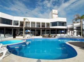Hotel Atlântico, hotel near Bombinhas Panoramic View Park, Bombinhas