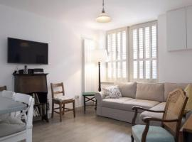 1 Bedroom Mews Flat Accommodates 4, accessible hotel in Edinburgh