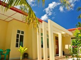 Charming Holiday Lodge, hotel in Midu