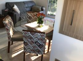 Lindo apartamento de 2 dormitórios - Centro de Canela, accessible hotel in Canela