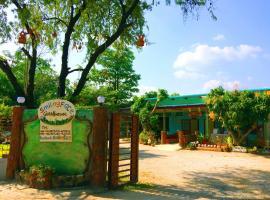 Smilingface guesthouse, hotel cerca de Parque histórico Sukhothai, Sukhothai