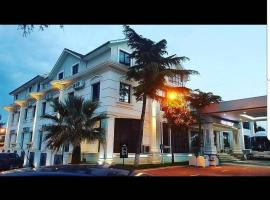 Univers Resort, hotel in Elbasan