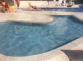 LE BON VIVANT - LINDO APARTAMENTO PRAIA GRANDE, hotel with jacuzzis in Arraial do Cabo