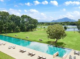 Jetwing Lake - Level 1 Safe & Secure, hotel in Dambulla