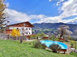 Saderhof, farm stay in Albes