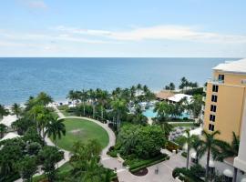 Ocean Front Apartment in 5* hotel, hotel em Miami