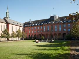 Robert-Schuman-Haus, hotel near Europahalle, Trier