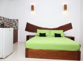 THE CLASSIC-Hostel-apartment-Standard Room, hotel in Weligama
