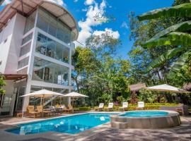 La Floresta Tarapoto Hostal, hotel with pools in Tarapoto
