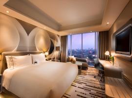DoubleTree by Hilton Jakarta - Diponegoro, hotel in Jakarta