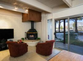 The Ala Wai Hideout Condo, apartment in South Lake Tahoe