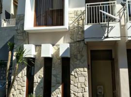 Villa Town House Batu, hotel near Coban Rondo Waterfall, Batu