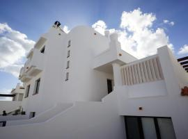 Surfers Retreat, hostel in Corralejo