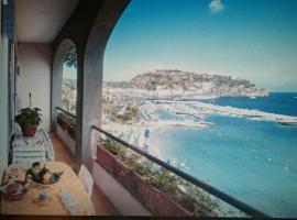 ISCHIA - PANORAMIC APARTMENT ON THE SEA, hotel a Ischia