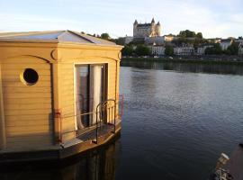 Different Holidays, boat in Saumur