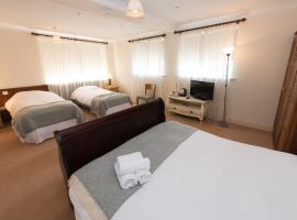 Connemara Lake Hotel, hotel in Oughterard