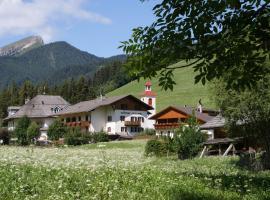 Gasthof Huber, hotel in Braies