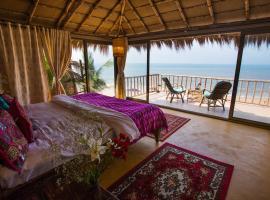 Dwarka Eco Beach Resort, resort in Cola