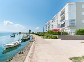 AP 6+2 in one of the most luxury building in Omis, hotel with jacuzzis in Omiš